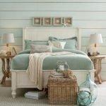 20 Beautiful Coastal Farmhouse Bedroom Decor Ideas and Remodel (12)