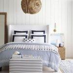 20 Beautiful Coastal Farmhouse Bedroom Decor Ideas and Remodel (9)