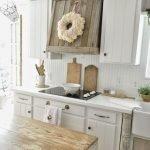20 Beautiful Farmhouse Kitchen Backsplash Decor Ideas and Remodel (13)