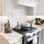 20 Beautiful Farmhouse Kitchen Backsplash Decor Ideas and Remodel (5)