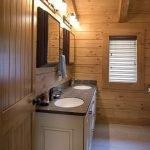 20 Best Farmhouse Bathroom Lighting Decor Ideas And Remodel (18)