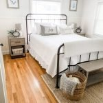 20 Best Industrial Farmhouse Bedroom Decor Ideas And Remodel (10)
