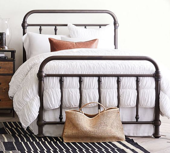 20 Best Industrial Farmhouse Bedroom Decor Ideas and Remodel (6)