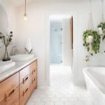 20 Stunning Farmhouse Bathroom Tile Decor Ideas And Remodel (16)
