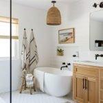 20 Stunning Farmhouse Bathroom Tile Decor Ideas and Remodel (5)