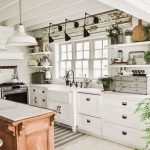 20 Stunning Farmhouse Kitchen Cabinets Decor Ideas And Remodel (12)