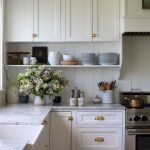 20 Stunning Farmhouse Kitchen Cabinets Decor Ideas And Remodel (13)