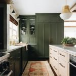 20 Stunning Farmhouse Kitchen Cabinets Decor Ideas And Remodel (19)