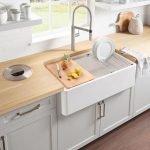 20 Stunning Farmhouse Kitchen Sink Decor Ideas And Remodel (1)