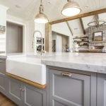 20 Stunning Farmhouse Kitchen Sink Decor Ideas And Remodel (12)
