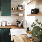 20 Stunning Farmhouse Kitchen Sink Decor Ideas and Remodel (13)
