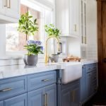 20 Stunning Farmhouse Kitchen Sink Decor Ideas And Remodel (14)