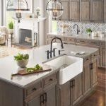 20 Stunning Farmhouse Kitchen Sink Decor Ideas And Remodel (19)