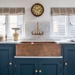 20 Stunning Farmhouse Kitchen Sink Decor Ideas And Remodel (2)
