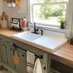 20 Stunning Farmhouse Kitchen Sink Decor Ideas And Remodel (4)