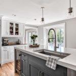 20 Stunning Farmhouse Kitchen Sink Decor Ideas And Remodel (5)