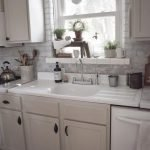 20 Stunning Farmhouse Kitchen Sink Decor Ideas And Remodel (9)