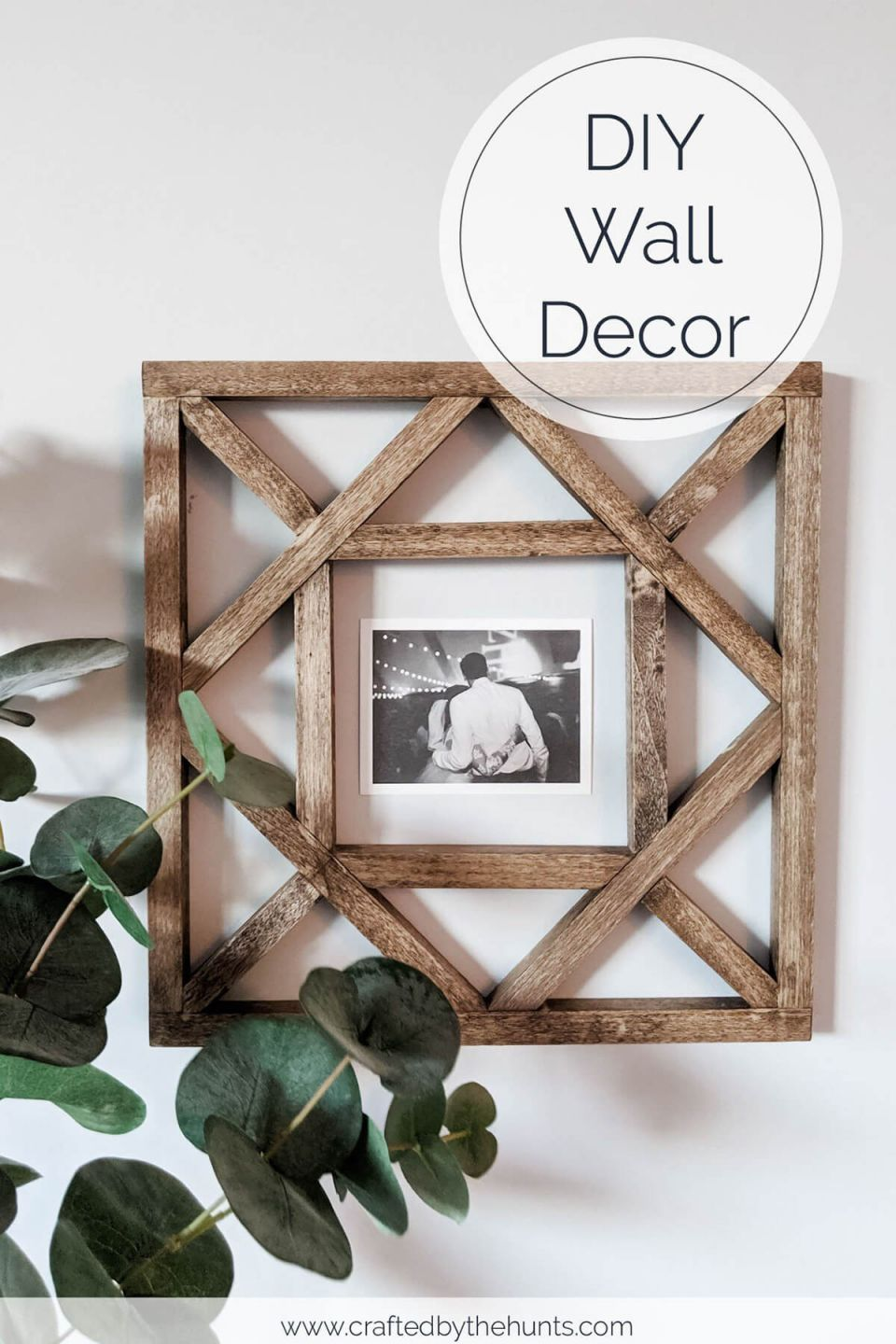 Beautiful wooden pallet wall decoration